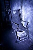 2020_Bericht_Lost_Places_Roman_Hirsch_basement chair